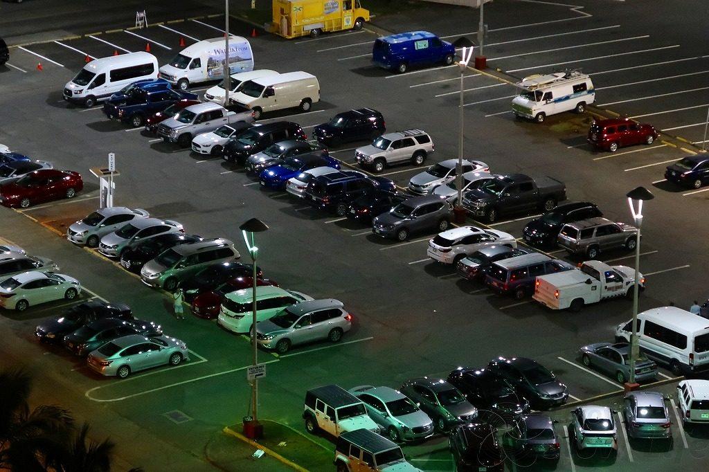 平日夜の駐車場
