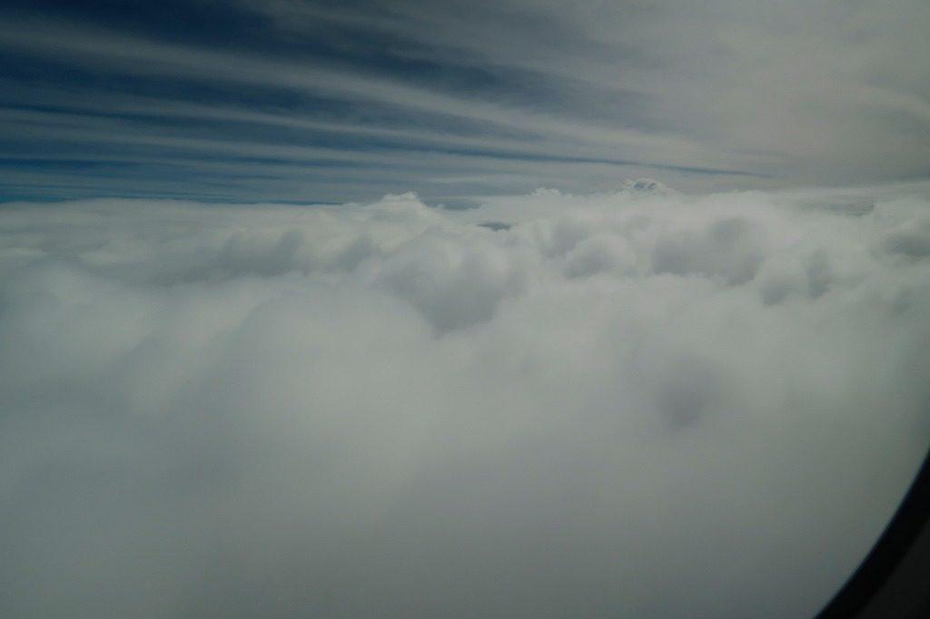 雲厚めの空