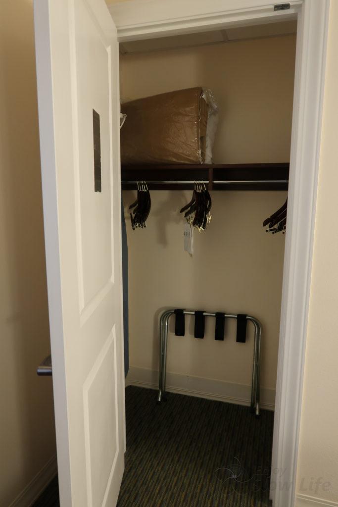 8寝室クローゼット