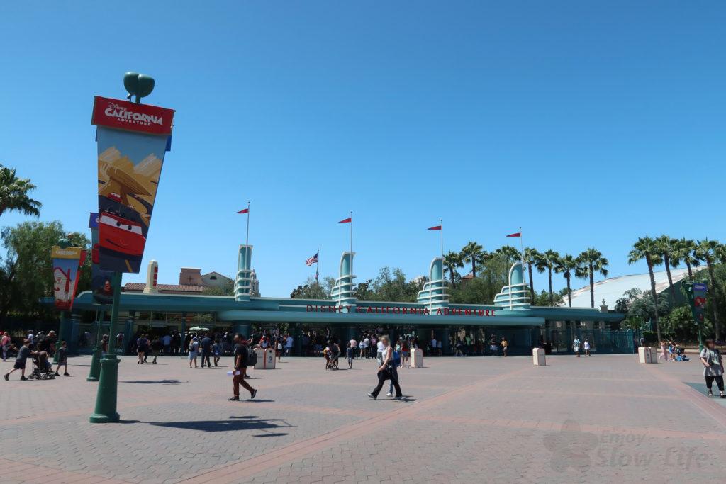 ディズニーカリフォルニアアドベンチャー 入口