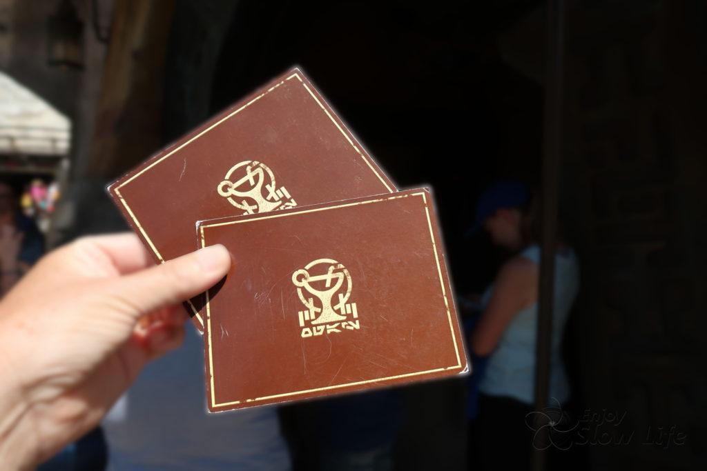 オーガのカンティーナ カードを受け取り並びます