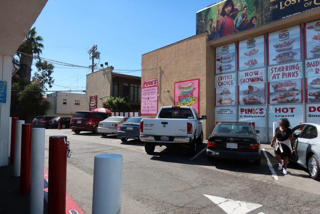 ピンクス ホットドッグ ハリウッド 駐車場