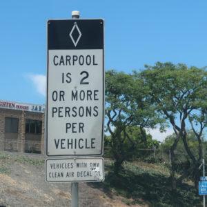 Carpool Lane 2人以上乗車の車が使用できるレーン