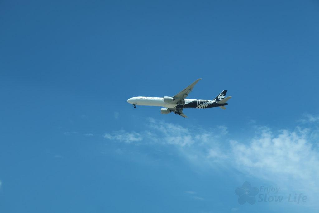 LAX空港付近走行中に見た飛行機