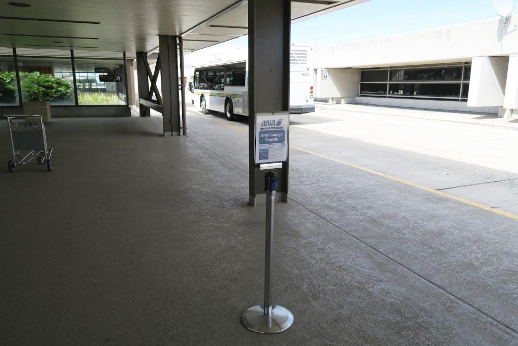 ホノルル空港 ANAラウンジ行きバス停